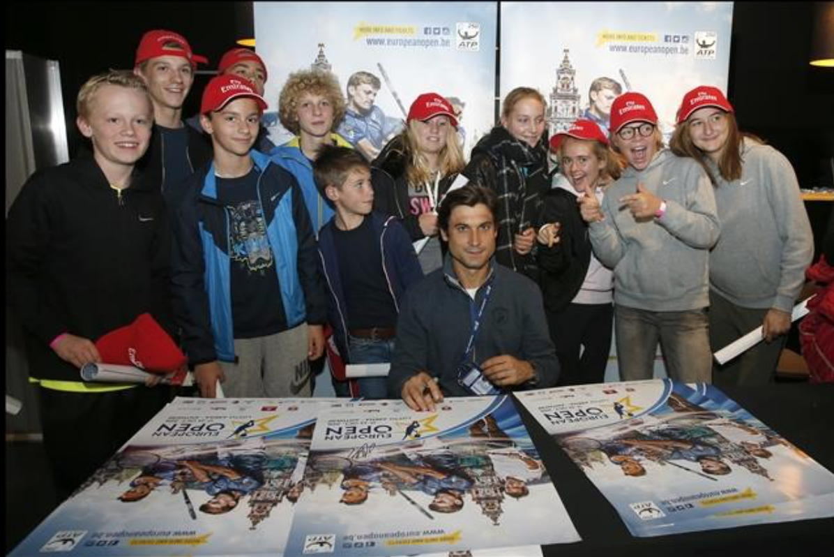 Ferrer signing session